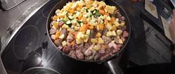 Obst, Gemüse und Fleisch für Hundefutter