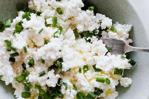Reis und Gemüse ergänzen das Hundefutter wunderbar
